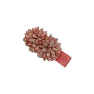 2 wunderschönen ranunkelstrauch Blumen beschmückt auf eine Haarspange.In Korallenrosa.