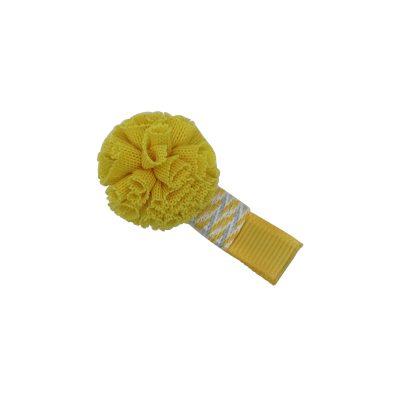 Pompom aus zarten Tüll gefertigt, verwandelt sie jede Frisur in etwas besonderes. Beschmückt auf gemusterete Clip aus weichem Stoff in Gelb.