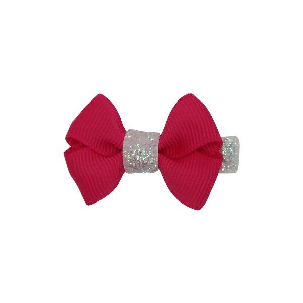 Diese klassische Mädchenhaarschleife in Pink. Die Kinderhaarspange wird mit Glitzer- Band auf einem Krokodil-Clip geschmückt. Achtung: weiße Glitzer.